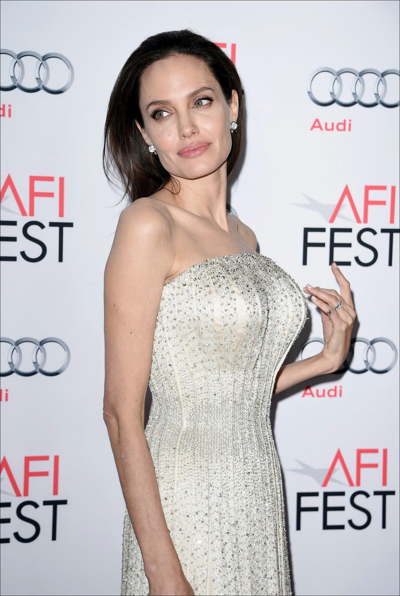 Angelina Jolie Nase Job Plastische Chirurgie vor und nach Fotos