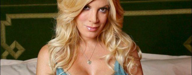 Tori Spelling schlechte Brustvergrößerung und große Nase job plastische Chirurgie