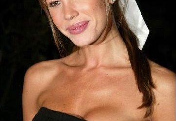 Nikki Cox Plastische Chirurgie - Ein klassisches Beispiel für schlechte plastische Chirurgie